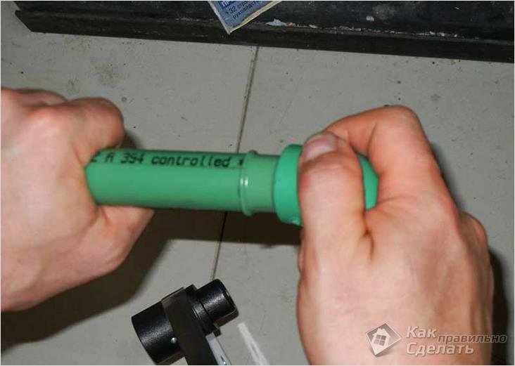 Как соединить кран с трубой