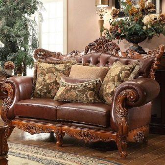Дивани з дерева: з масиву сосни та бука, моделі на каркасі і дерев'яною зі спинкою, розкладні кутові і прямі нерозкладні дивани
