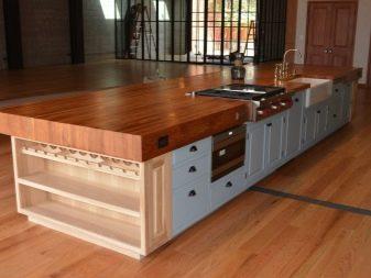 Кольору стільниць для кухні (62 фото): яку фарбу вибрати для білої кухні? Сині і фіолетові стільниці, поєднання з фасадом гарнітура