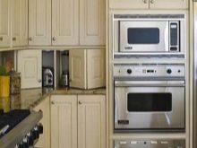 Планування маленької кухні (76 фото): як обставити малогабаритну кімнату? Як розставити меблі? План розміщення побутової техніки. Як правильно організувати простір?